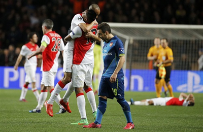 arsenal-thang-monaco-2-0-van-bat-bai-champions-league